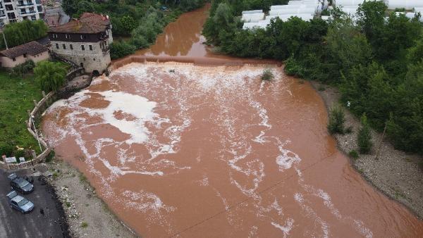 Rengi Kırmızıya Dönen Bartın Irmağı Köpürdü