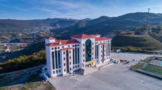 Türkiye'nin manzarası en güzel okulu Amasra'da