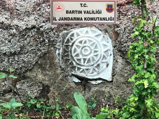 Bartın'da tarihi eserleri bahçelerine süs olarak koymuşlar