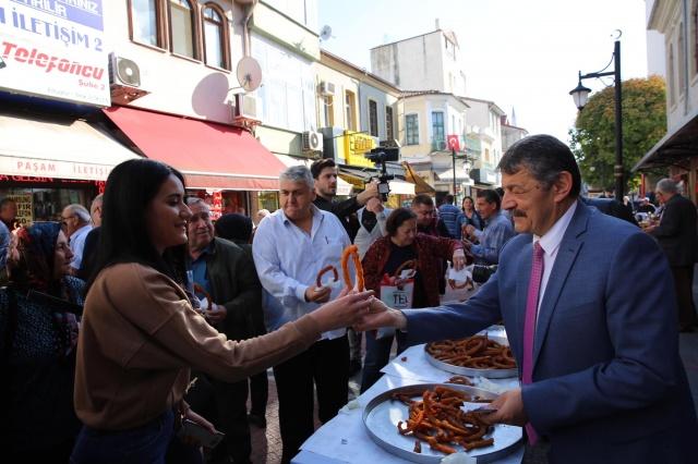 Bartın'da Vatandaşlara Kandil Tatlısı İkram Edildi