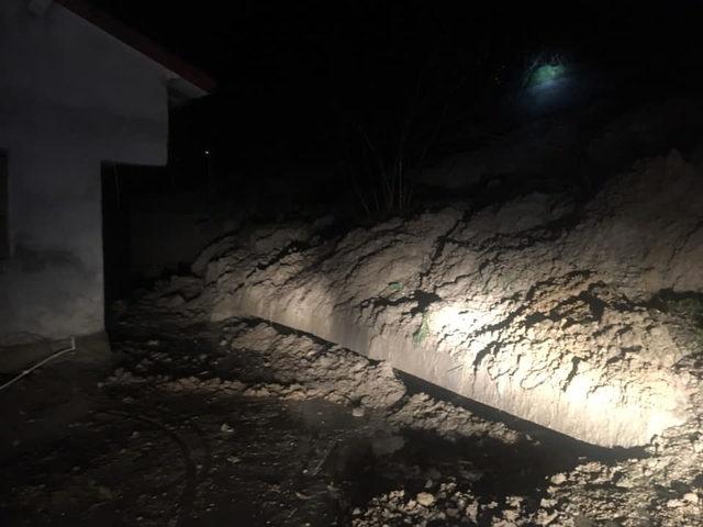 Bartın'da Yağmur Nedeniyle Toprak Kaydı, ev boşaltıldı