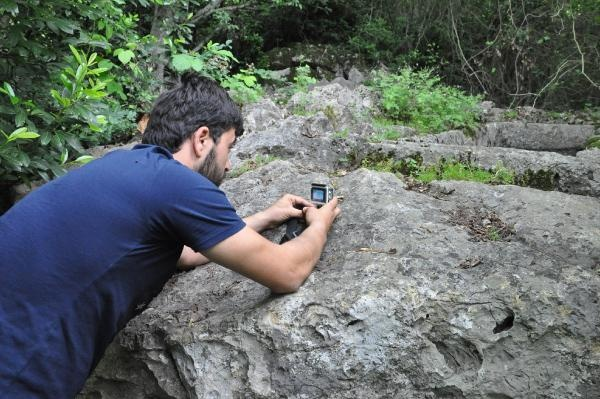 Yılanının saldırısını anbean kameraya kaydetti