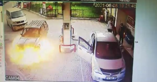 Bartın'da otomobil alev topuna döndü