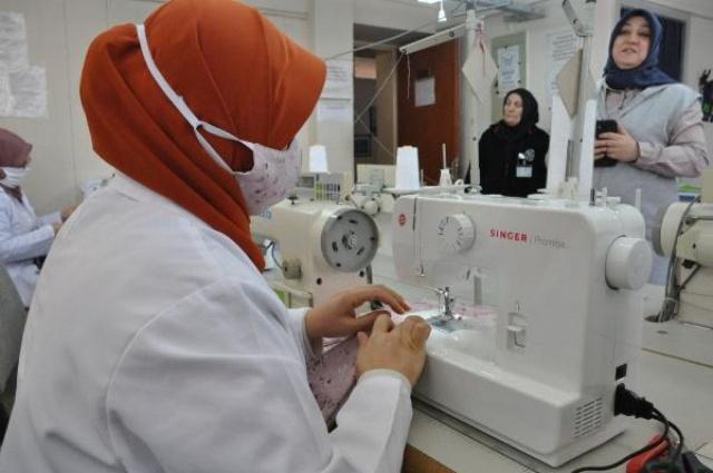 Bartın'da Öğretmenler maske üretimine başladı