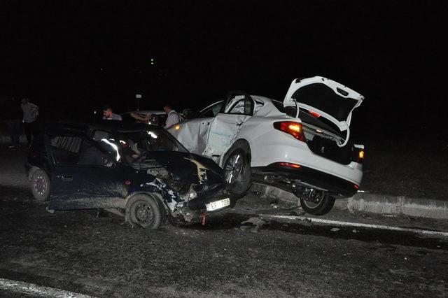 Bartın'dan iki otomobil çarpıştı: 5 yaralı