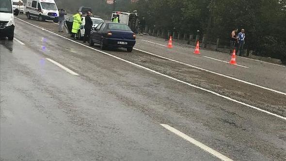 Bartın'da Duvara çarpan kamyonet devrildi: 2 yaralı