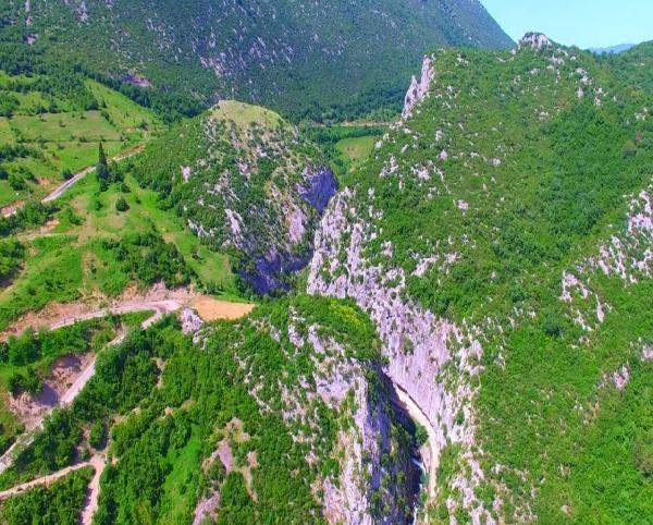 Ulukaya Kanyonu ve Şelalesi Büyülüyor