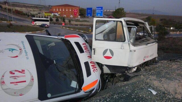 Ambulans taşıyan çekici hafriyat sahasına daldı