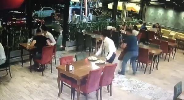 Bartın'da kurbanlık koçun restorana girdiği anlar
