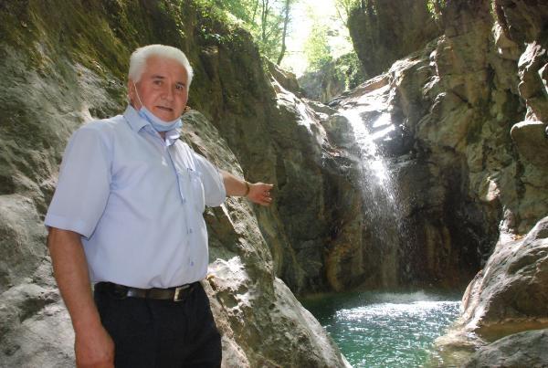 Bartın'da Köy Muhtarı Şelale Keşfetti