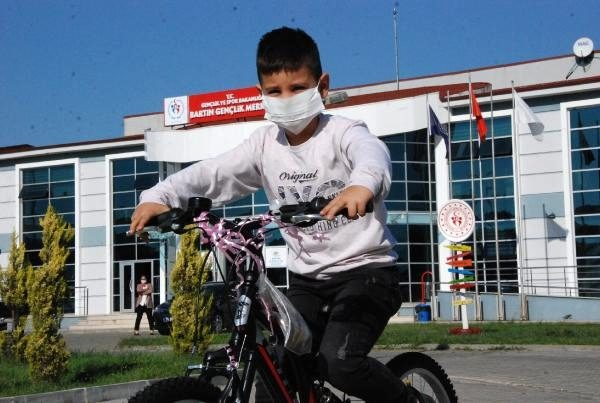Bartın'da Bisikleti Ciple Ezilen Utku'ya Bakandan Bisiklet
