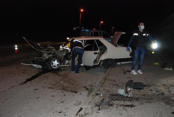 Bartın'da Otomobil Direğe Çarptı: 1 Ölü, 2 Yaralı
