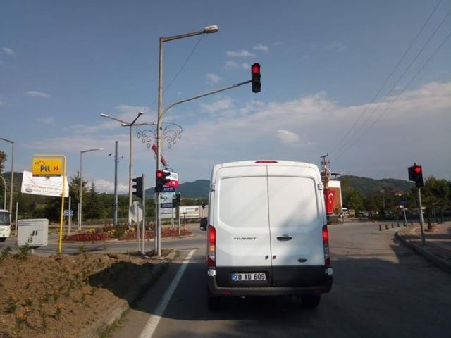 Kozcağız'da Trafik Lambaları Faaliyete Geçti