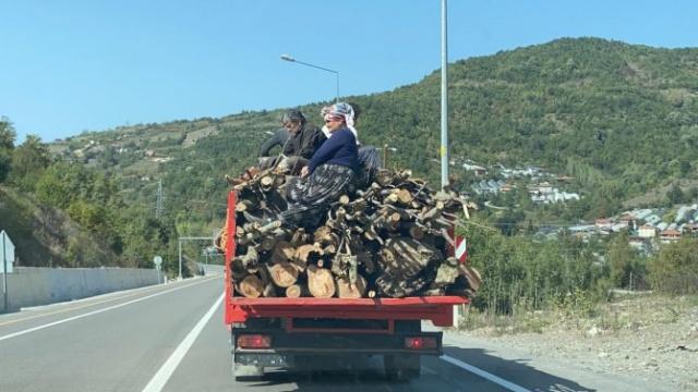 Bartın'da Odunların Üzerinde Tehlikeli Yolculuk