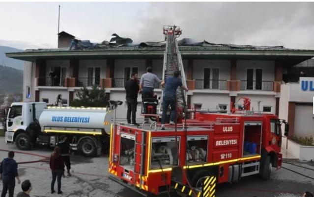 Bartın'da Öğrencilerin kaldığı otelin çatısı yandı