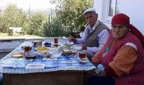 Bartın'da Aynı Gün Hayatını Kaybeden 70 Yıllık Yaşlı Çift, Yan Yana Toprağa Verildi