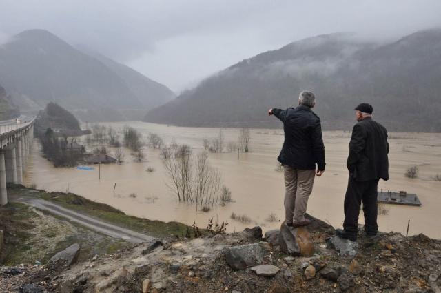 Bartın'da baraj suları yükseldi, 3 mahalleye ulaşım kesildi