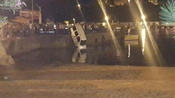 Bartın'da Park halindeki hafif ticari araç denize düştü