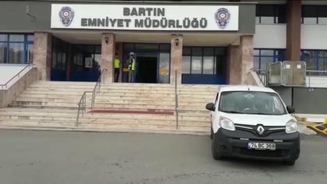 Bartın'da FETÖ bahanesiyle vatandaşı dolandıranlar kıskıvrak yakalandı