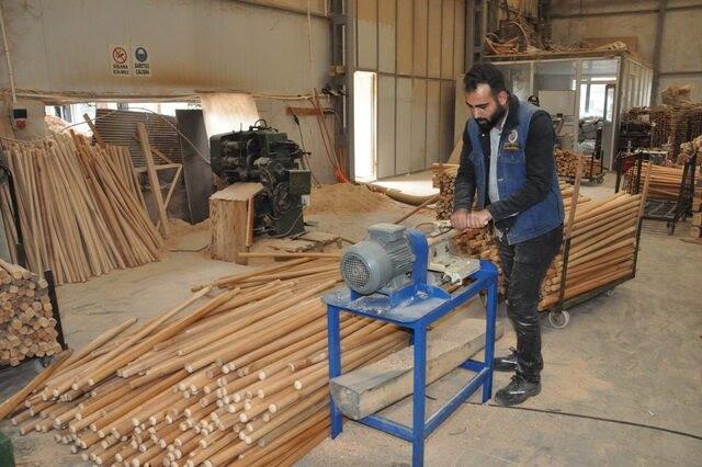 Bartın'da üretilen tarım aleti sapları Ortadoğu'ya ihraç ediliyor