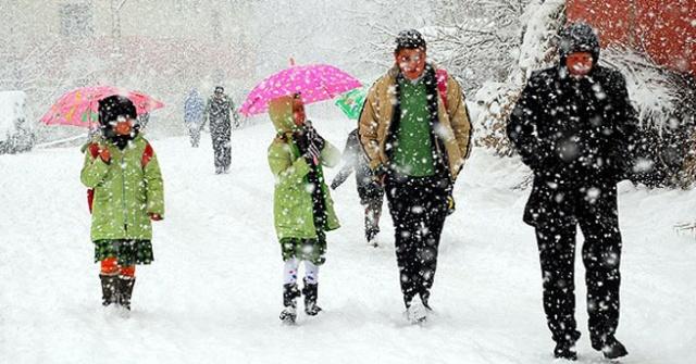 Bartın'da Kar Köy Yollarını Ulaşıma Kapattı