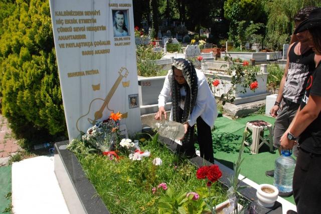 Barış Akarsu Amasra'da mezarı başında anıldı