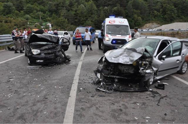 Amasra'da iki otomobil çarpıştı: 6 yaralı