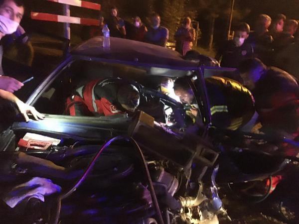 Bartın'da Akaryakıt istasyonuna girmeye çalışan traktör ile otomobil çarpıştı: 3 yaralı