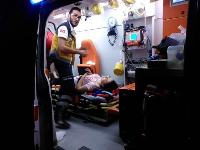Bartın'da Yayaya Çarpmamak için direksiyonu kırdı: 2 Yaralı
