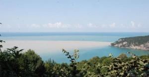 Bartın'da sel felaketinden sonra denizin rengi değişti
