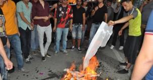 HDP Tabelasını Sökerek Ateşe Verdiler