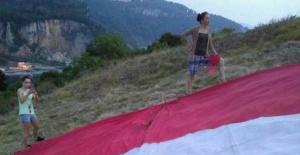 Amasra'da Türk Bayrağını Parçaladılar