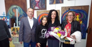 Bartın'da 12 Yaşındaki Elif Resim Sergisi Açtı
