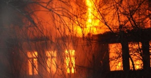 Bartın'da 3 katlı ahşap bina kül oldu