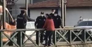 Bartın'da Köprüden atlamak isteyen kişiyi polisler kurtardı