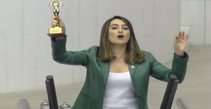 Bankoğlu'ndan Bakan Kasapoğlu'na İlginç Ödül