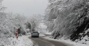 Bartın'ın yüksek kesimlerinde kar 10 santimetreye ulaştı