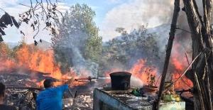 Bartın'da sıçrayan kıvılcımlar 2 katlı ahşap evi yaktı