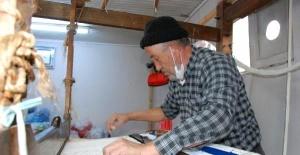 Bartın'da Yarım Asırdır Tezgahında Kilim Dokuyor