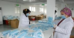 Bartın'da günde 300 bin maske üreterek, yurt dışına ihraç ediyorlar