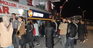 Bartın'da öğrenciler otobüs firmalarına akın etti