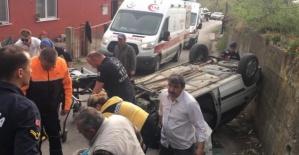 Amasra'da Devrilen otomobildeki 2 kişi yaralandı