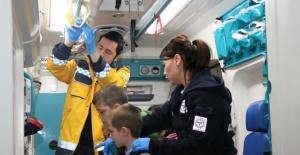 Bartınlı Minikler Ambulansla Tanıştı