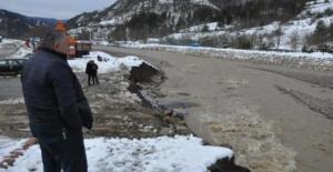 Kumluca Çayı'nda 40 metrelik toprak kayması