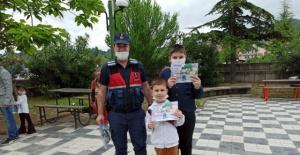 Bartın'da Jandarma'dan Çocuklara Sürpriz Hediye