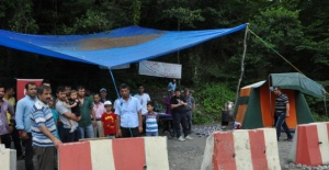 Amasra'da İşten çıkarılan maden işçilerine ailelerinden destek