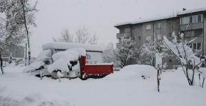 Bartın'da 2 metre kar, 150 köy yolu ulaşıma kapalı, elektrikler...