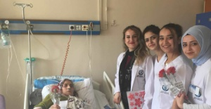 Bartın'da Üniversite Öğrencilerinden Hasta Yaşlılara Ziyaret
