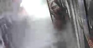Bartın'da Çatıdan düşen kar, otomobilde hasara yol açtı