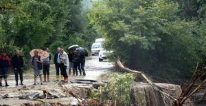 Bartın'da Aniden Bastıran Yağmur Yolu Yeniden Kapattı